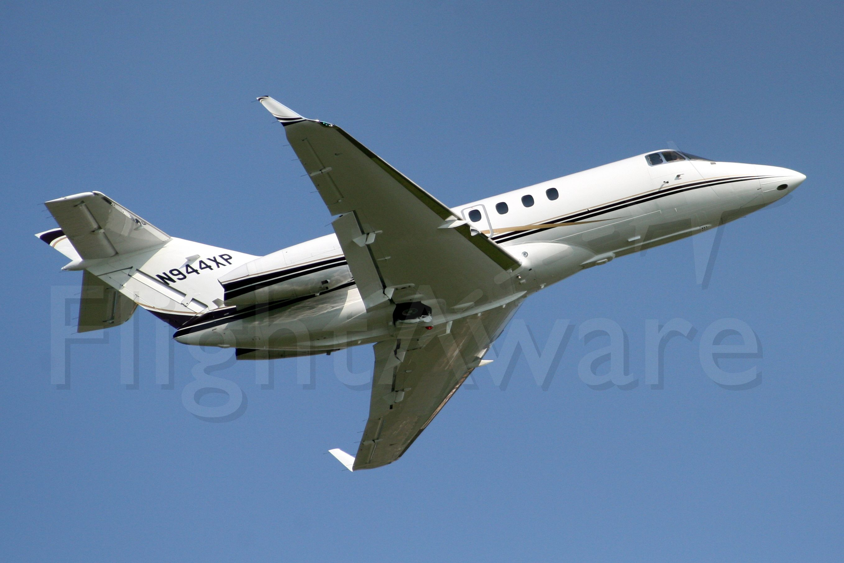 Raytheon Hawker 800 (N944XP) - Seen here on 22-May-08 became VH-EVF in Nov-08.