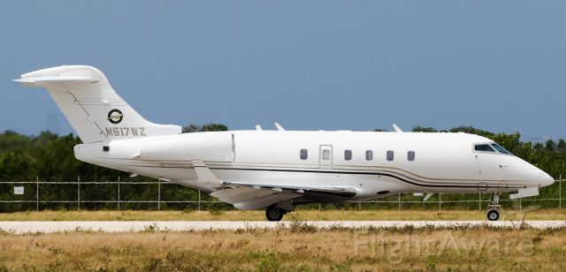 Bombardier Challenger 300 (N517WZ) - Aircraft taxiing.