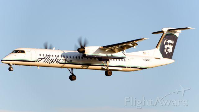 de Havilland Dash 8-400 (N409QX)