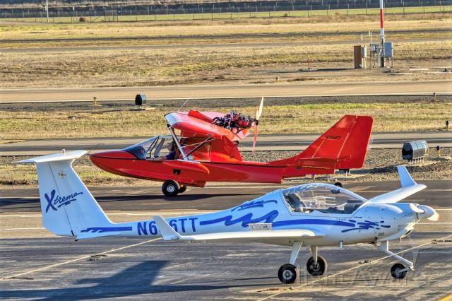 PROGRESSIVE AERODYNE SeaRey (N345PT) - SeaRey LSX and Diamond HK36 at Livermore Municipal Airport. February 2021.