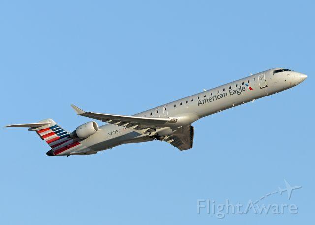 Canadair Regional Jet CRJ-900 (N907FJ)