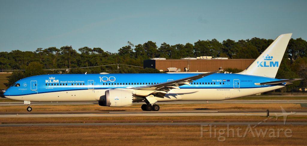 Boeing 787-9 Dreamliner (PH-BHD) - KLM 787-9 Dreamliner departs IAH en route to Amsterdam.