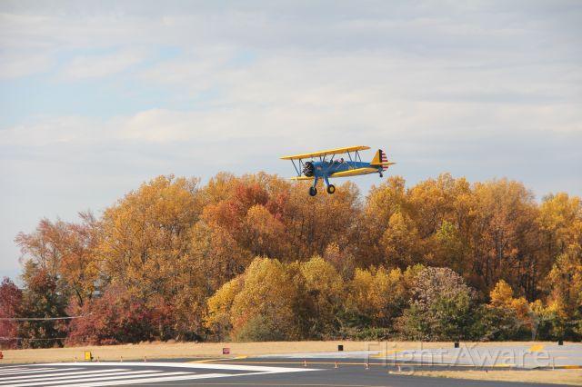 Boeing PT-17 Kaydet (N5815V) - Stearman PT-17 landing runway 19