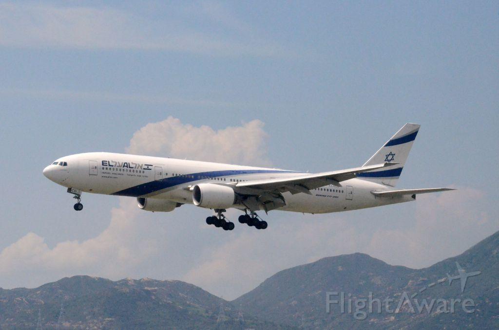 Boeing 777-200 (4X-ECD) - Airline: El Al (LY/ELY); Airport: Hong Kong International Airport (HKG/VHHH); Camera: Nikon D7000; Date: 4 July 2011
