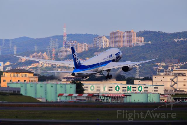 Boeing 787-8 (JA818A) - B787 take off from ITM in TAKARADUKA view.