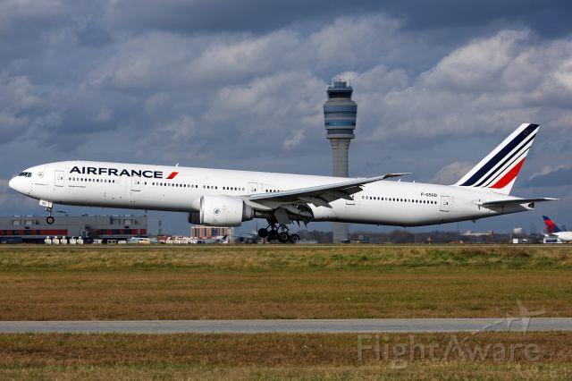 BOEING 777-300 (F-GSQD)