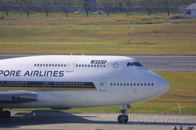Boeing 747-400 (9V-SPN)