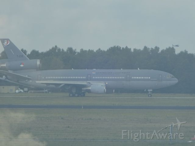 McDonnell Douglas DC-10 (T235) - Tussen de vele Ryan Air toestellen, vertrok ook dit vrachtvliegtuig van de Koninklijke Luchtmacht op vliegveld Eindhoven