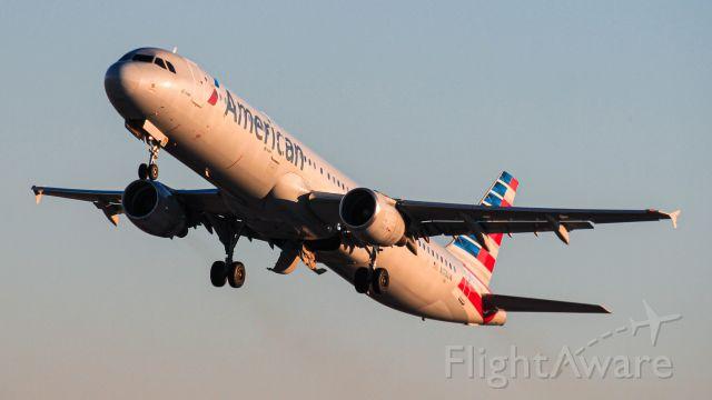 Airbus A321 (N176UW)