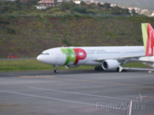 Airbus A330-200 (CS-TOP)