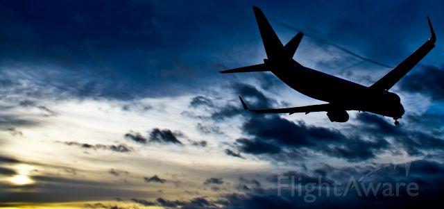 Boeing 737-700 — - Sharp edit of Ryanair B737 landing on runway 16 in Dublin