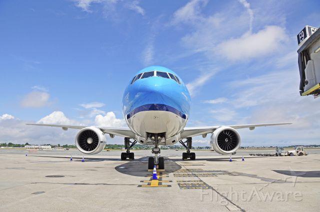 Boeing 777-200 (PH-BQN) - best seen in full size