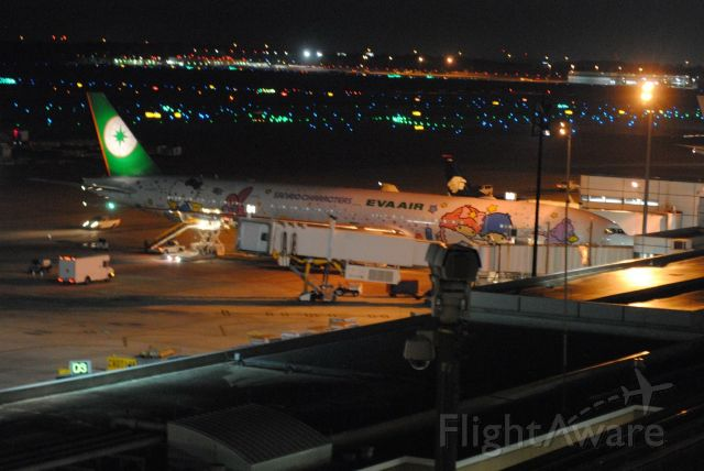 BOEING 777-300 (B-16725)