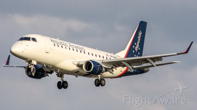 Embraer 170/175 (N806MD)