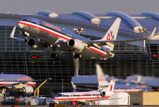 Boeing 737-800 (N810NN)