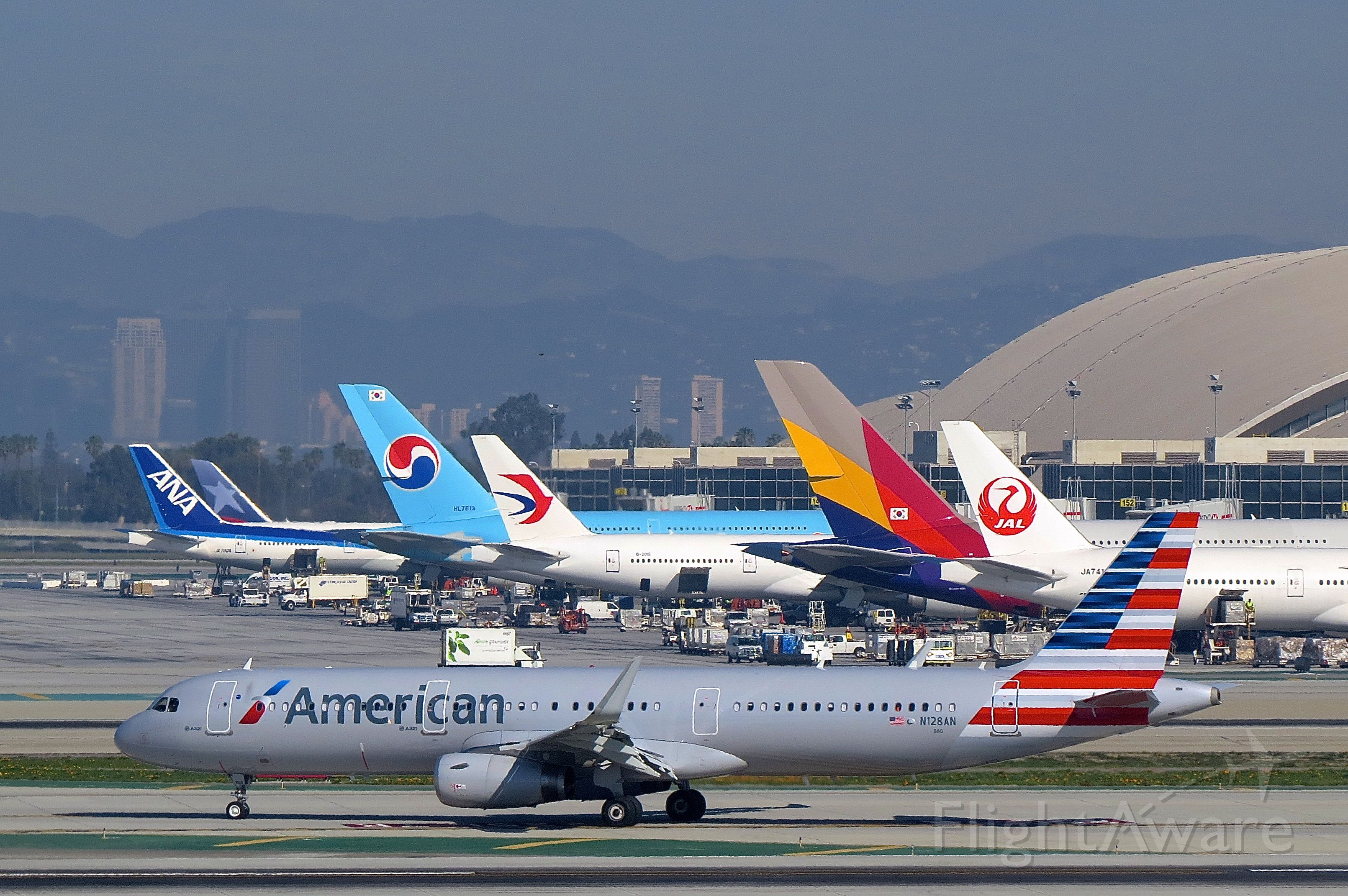 "Airbus A321 (N128AN) - <a rel=""nofollow"" href=""http://flightaware.com/live/flight/N128AN/history/20150201/1520Z/KDFW/KLAX"">https://flightaware.com/live/flight/N128AN/history/20150201/1520Z/KDFW/KLAX</a>"