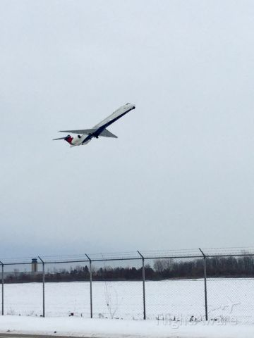 — — - Md 80 take off at rochester