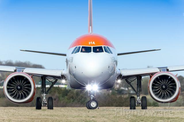 Airbus A320 (G-UZHA)