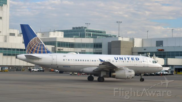 Airbus A319 (N851UA) - United Airlines Airbus A319-131 N851UA in Denver