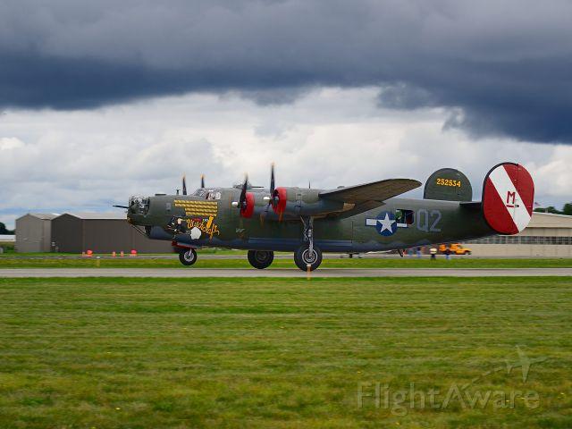 Consolidated B-24 Liberator (N224J) - Departing Runway 26