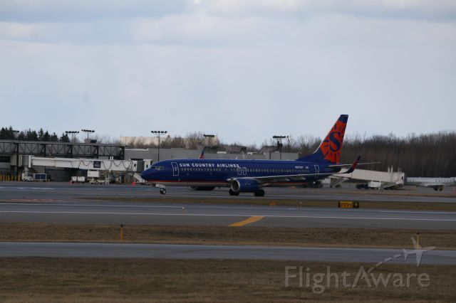 Boeing 737-800 (N827SY) - It was unbearably cold and windy