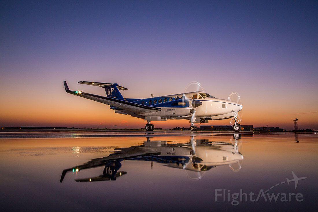 Beechcraft Super King Air 350 (N801UP)