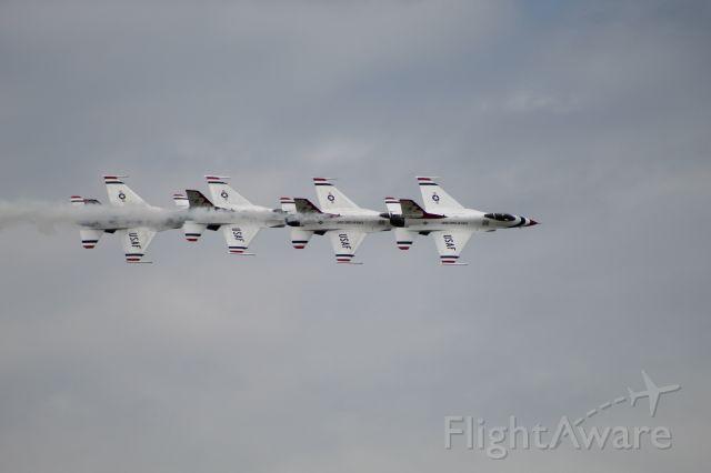 Lockheed F-16 Fighting Falcon — - Dayton Airshow 2019 - Thunderbirds in the nice crossing pattern