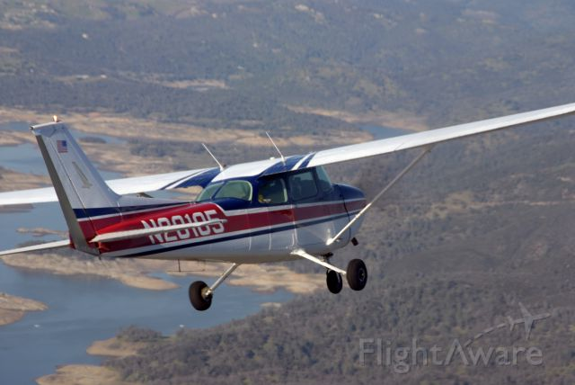 Cessna Skyhawk (N20105) - Over Folsom Lake, Ca