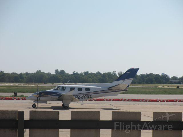 Beechcraft Duke (N640SC) - 1979 Beechcraft Duke ,taxiing to Runway in Joplin,MO enroute to Driggs,ID.Taken on 31 AUG 2014.