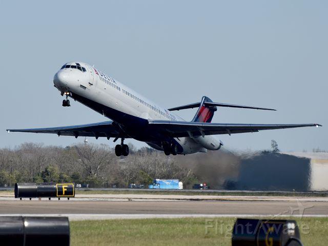 McDonnell Douglas MD-88 —