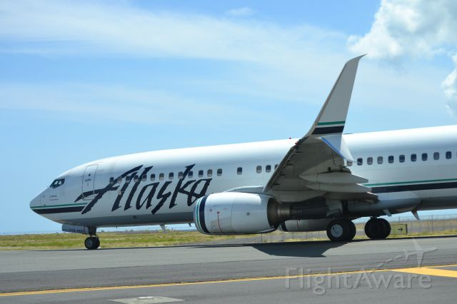 — — - A Alaskan Airlines 737 heading out to the reef runway in Honolulu.