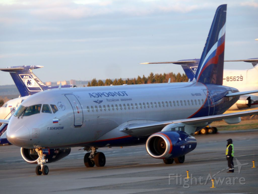 Sukhoi Superjet 100 (RA-89008)