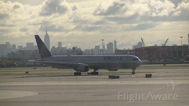 BOEING 767-400 (N66056)