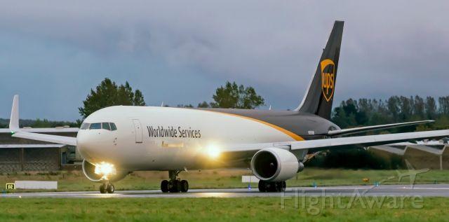 BOEING 767-300 (N395UP)
