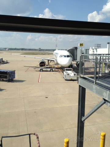 Airbus A319 — - This is a Picture of a Frontier Airbus A319 at the Indianapolis International Airport (IND) at Gate B15 N943FR