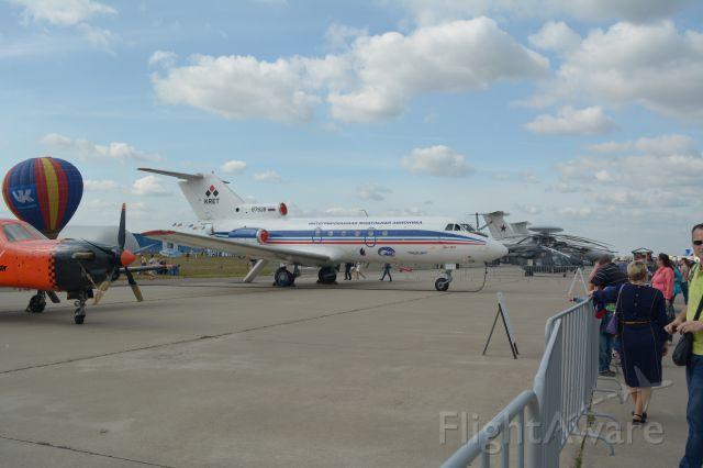 YAKOVLEV Yak-40 —