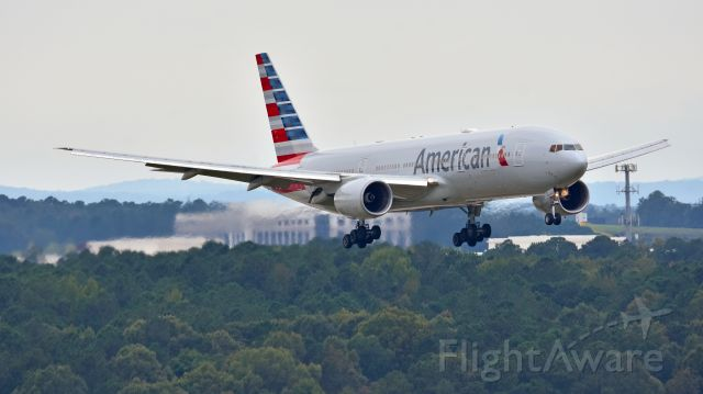 Boeing 777-200 (N773AN) - American Airlines Boeing 777-200 N773AN from EGLL arrives at KRDU Rwy 5L on 10/14/2018 at 2:21 pm.