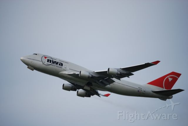 Boeing 747-400 (N662US) - Due to current volcanic eruption in Russia NWA 747