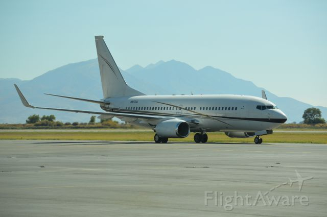 Boeing 737-700 (N977JG) - Rare and unusual visitor to Provo.