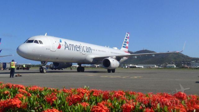 Airbus A321 (N153AN)