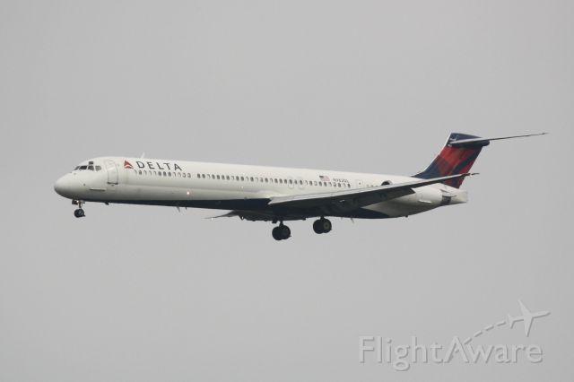 McDonnell Douglas MD-88 (N982DL) - Delta Flight 2460 (N982DL) on approach to Sarasota-Bradenton International Airport following a flight from Hartsfield-Jackson Atlanta International Airport