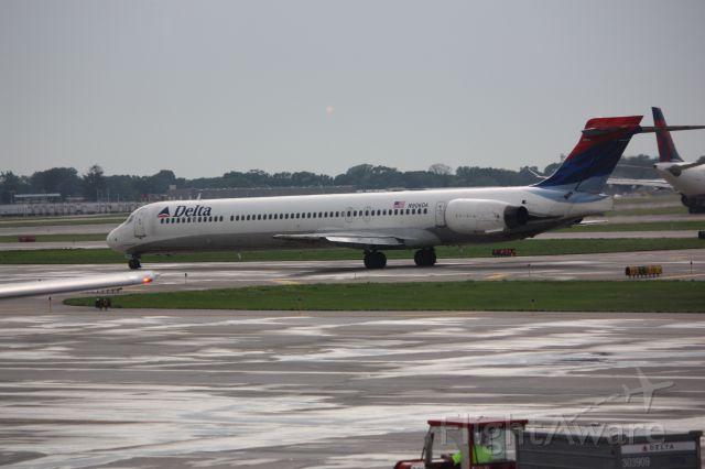 McDonnell Douglas MD-90 (N906DA)