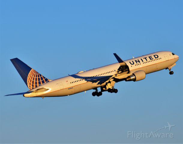 BOEING 767-300 (N668UA)