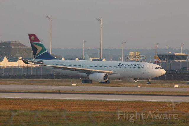 Airbus A330-200 (ZS-SXZ)