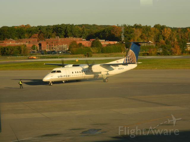de Havilland Dash 8-200 (N839CA) - A US Airways Express (Commutair) Dash 8 is prepared for departure from Albany.