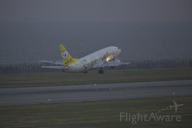 Boeing 737-500 (JA305K) - AIR DO (Hokkaido International Airlines)  ICAO:ADO <br />Specially painted plane 'bear do dream'