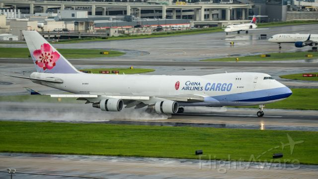 Boeing 747-400 (B-18707) - Arriving 26R after some showers<br />6/17/17