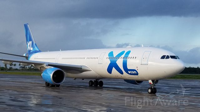 Airbus A330-300 (C-FXLF) - XL Airways from CDG paris...
