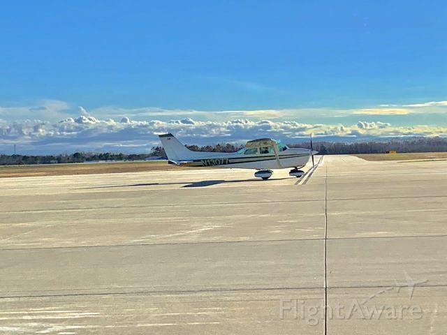 Cessna Skyhawk (N13077) - Skyhawk vacates runway 23 moments before G450 touchdown in Spartanburg
