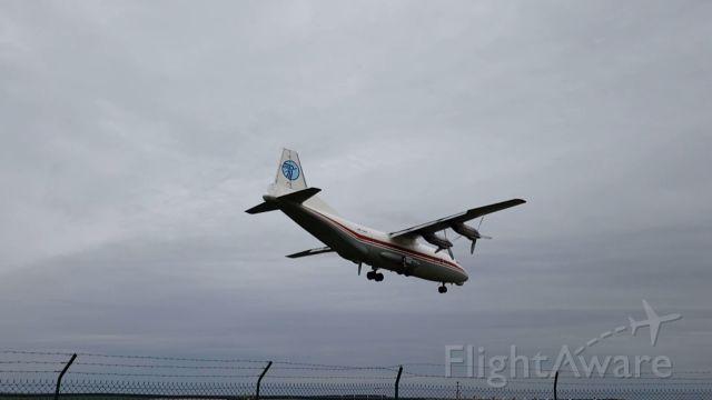 Antonov An-12 (UR-CAH) - Attérrissage dun Antonov An-12 de Ukraine Air Alliance à Vatry (Partie 6)